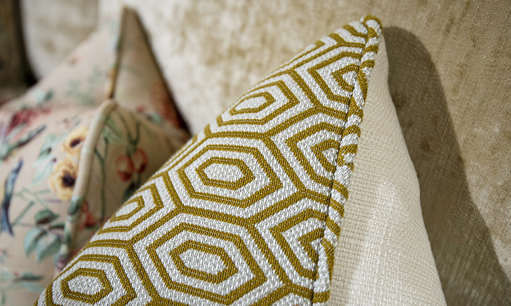 Scatter Cushion in C Marrone Gal, Platinium Collection Fabric